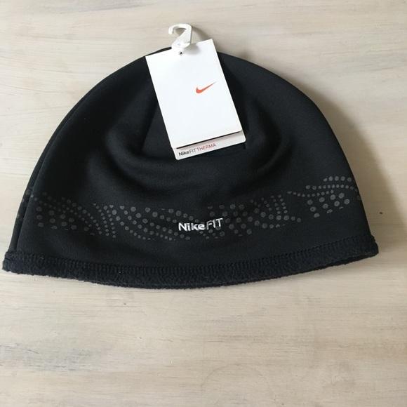 Nike therma fit beanie cap. M 5b7220280945e08398ba73ed 0e1df21eeb1
